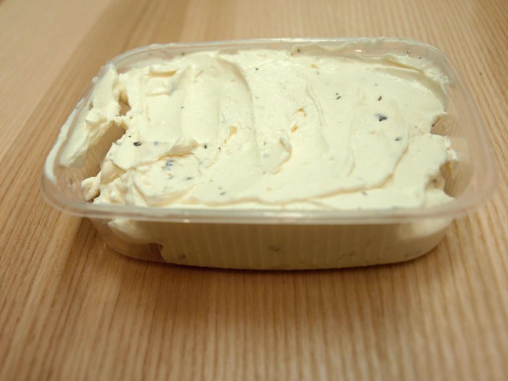 Pomazánka s bazalkou a česnekem