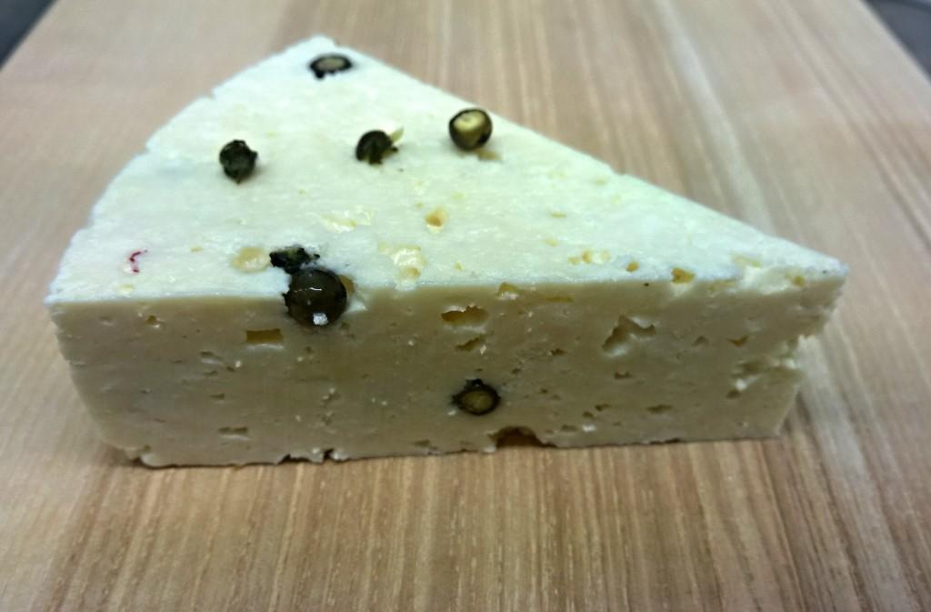 Sýr se zeleným pepřem