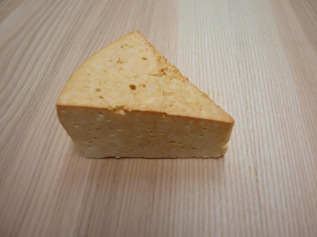 Sýr zauzený bílý